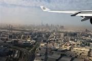 Самолет Emirates над Дубаем // Юрий Плохотниченко