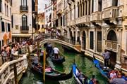 """Венеция начнет брать """"налог на въезд"""" с туристов, которые не остаются ночевать в городе. // thelocal.it"""