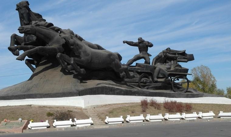 Памятник в ростове на дону тачанка изготовление памятников могилев стендов